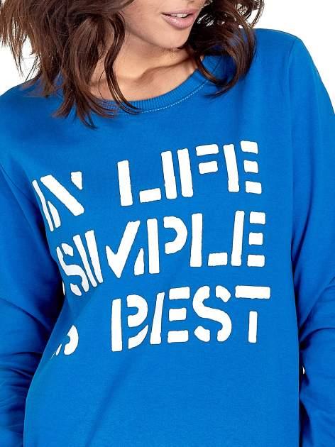 Niebieska klasyczna bluza damska z napisem IN LIFE SIMPLE IS BEST                                  zdj.                                  5