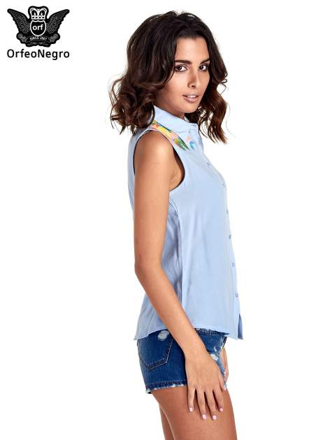 Niebieska koszula bez rękawów z roślinnym haftem na górze                                  zdj.                                  3