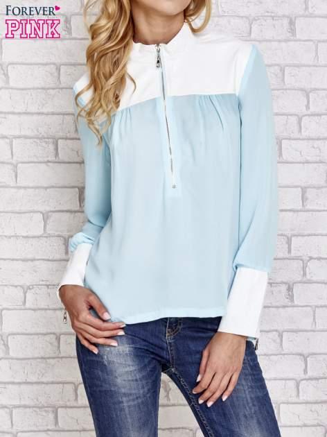 Niebieska koszula ze skórzanymi pikowanymi wstawkami                                  zdj.                                  1