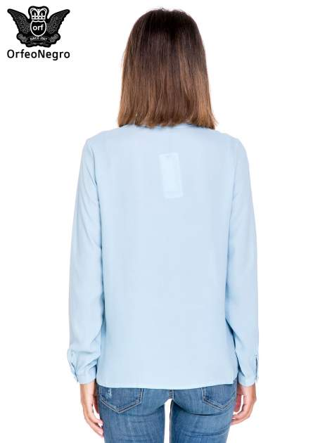 Niebieska koszula ze stójką i kieszonkami na guziczki                                  zdj.                                  4