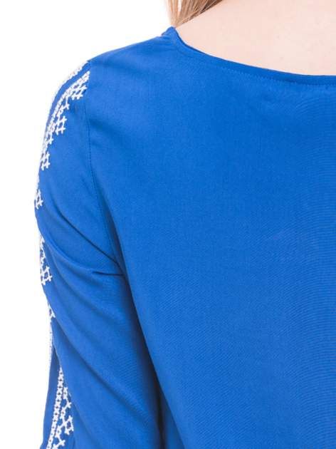 Niebieska luźna koszula z haftem                                  zdj.                                  6