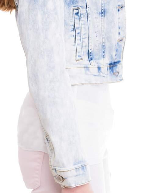 Niebieska marmurkowa kurtka jeansowa damska                                  zdj.                                  6