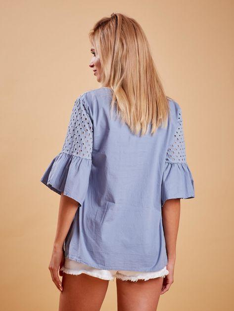 Niebieska odcinana bluzka z szerokimi rękawami                              zdj.                              2