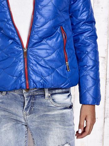 Niebieska pikowana kurtka z futrzanym ociepleniem                                   zdj.                                  9