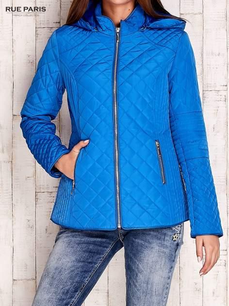 Niebieska pikowana kurtka z kapturem w stylu husky                                  zdj.                                  1