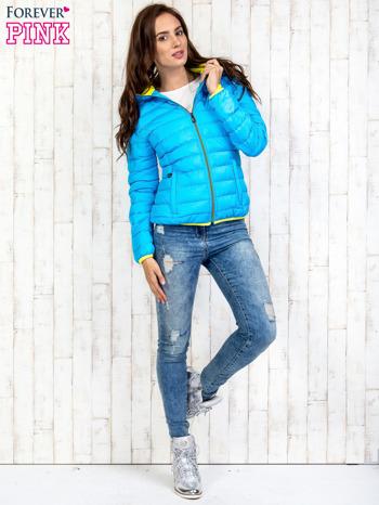 Niebieska pikowana kurtka z żółtym wykończeniem                                  zdj.                                  6