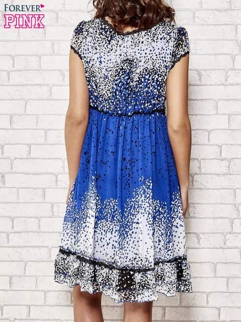 Niebieska sukienka baby doll w ciapki                                  zdj.                                  4