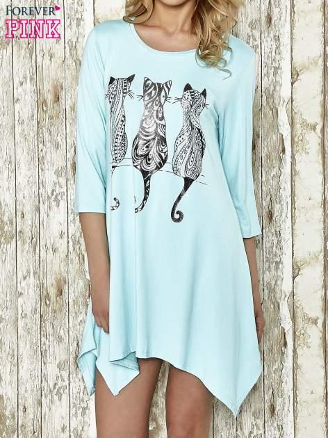 Niebieska sukienka damska z nadrukiem kotów                                  zdj.                                  1
