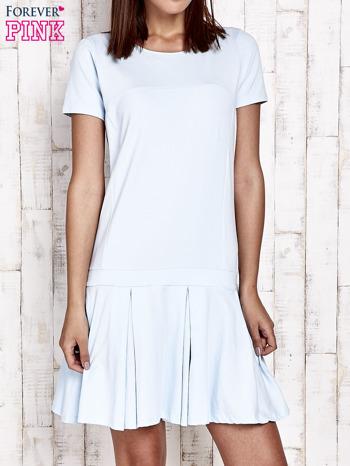 Niebieska sukienka dresowa z kokardami z tyłu