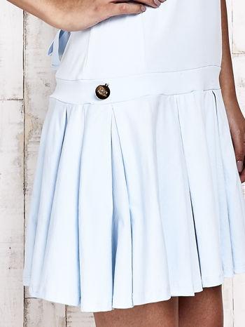 Niebieska sukienka dresowa z kokardami z tyłu                                  zdj.                                  5