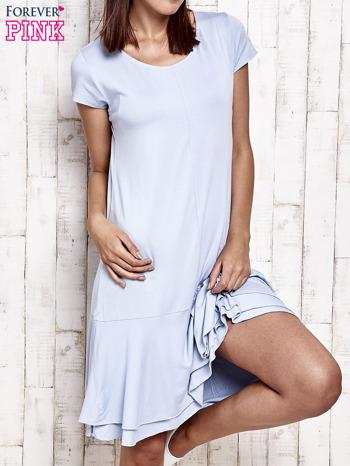 Niebieska sukienka dresowa z ozdobną falbaną