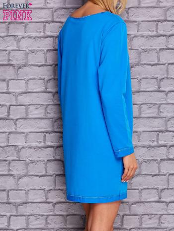 Niebieska sukienka oversize z kieszeniami                                  zdj.                                  2