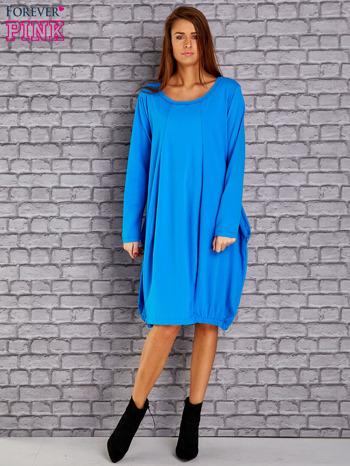 Niebieska sukienka oversize ze ściągaczem na dole                                   zdj.                                  2