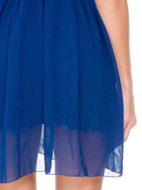 Niebieska sukienka z koronkowym karczkiem                                  zdj.                                  7