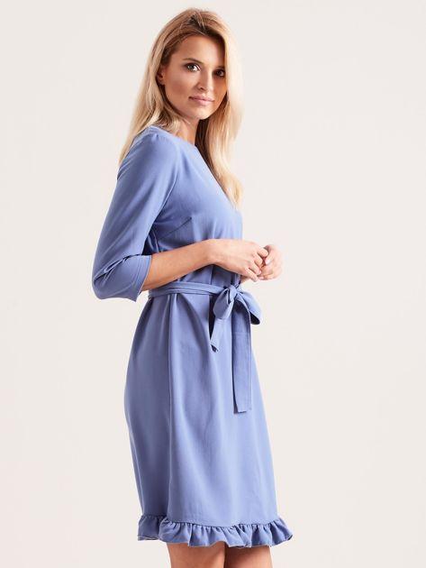 Niebieska sukienka z wiązaniem i falbanami                              zdj.                              3