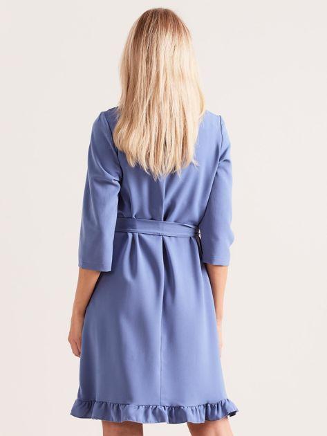 Niebieska sukienka z wiązaniem i falbanami                              zdj.                              2