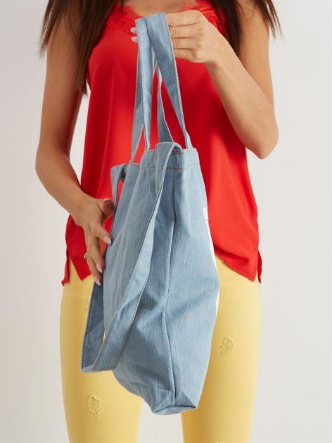 Niebieska torba materiałowa z nadrukiem                              zdj.                              2