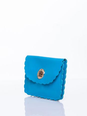 Niebieska torebka listonoszka z falowanym wykończeniem                                  zdj.                                  3