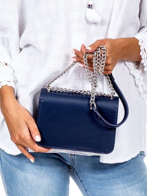 Niebieska torebka na łańcuszku                              zdj.                              4