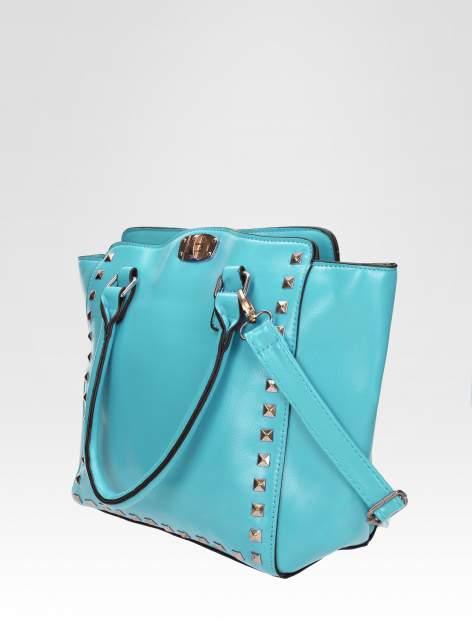 Niebieska torebka na ramię z dżetami                                  zdj.                                  2