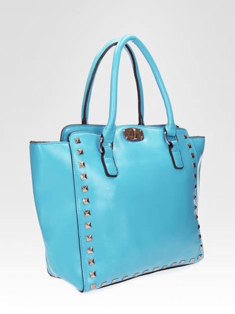 Niebieska torebka na ramię z dżetami                                  zdj.                                  6
