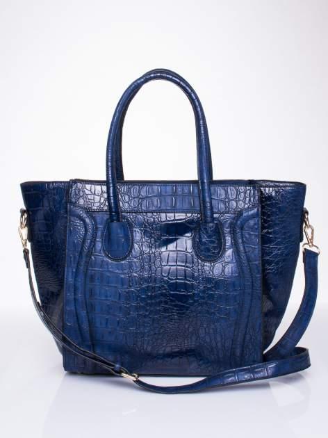 Niebieska trapezowa torba miejska z efektem skóry krokodyla