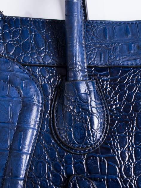Niebieska trapezowa torba miejska z efektem skóry krokodyla                                  zdj.                                  5