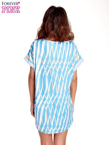 Niebieska tunika z pionowym nadrukiem                                  zdj.                                  4
