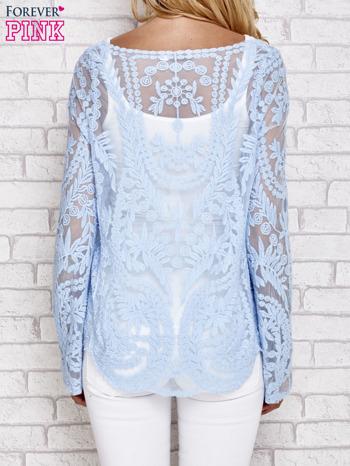 Niebieski ażurowy sweterk mgiełka z rozszerzanymi rękawami                                  zdj.                                  4