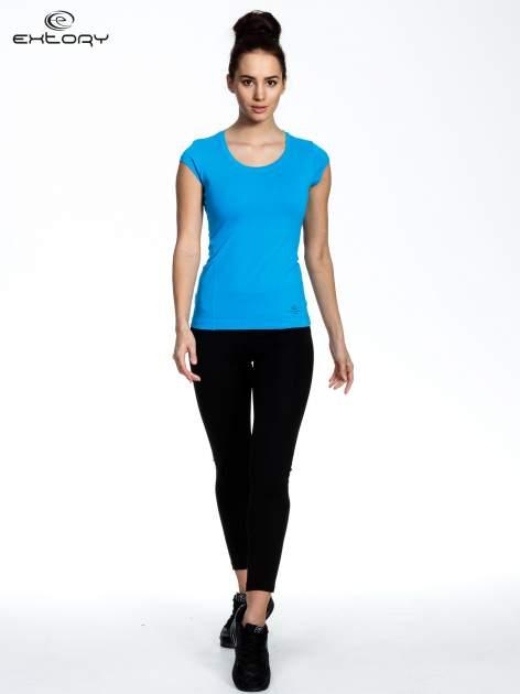 Niebieski damski t-shirt sportowy basic                                  zdj.                                  2