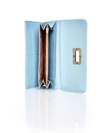 Niebieski fakturowany portfel ze stylizowanym zapięciem                                   zdj.                                  5