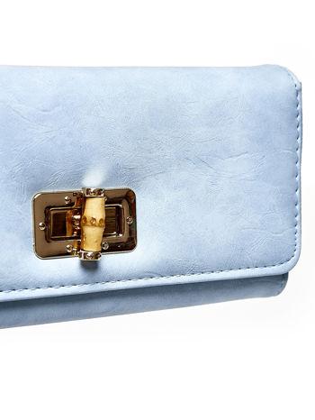 Niebieski fakturowany portfel ze stylizowanym zapięciem                                   zdj.                                  6