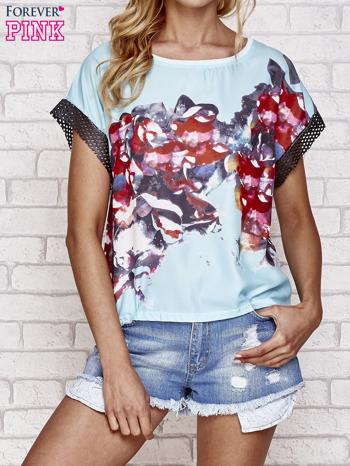 Niebieski kwiatowy t-shirt ze skórzanymi rękawami                                  zdj.                                  1