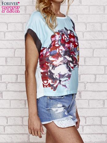Niebieski kwiatowy t-shirt ze skórzanymi rękawami                                  zdj.                                  3