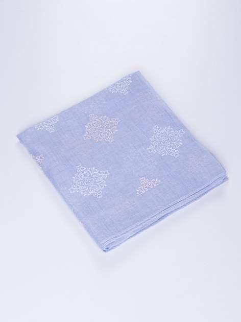 Niebieski lekki szal z delikatnym haftem                                  zdj.                                  2