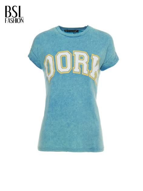 Niebieski marmurkowy t-shirt z nadrukiem DORK                                  zdj.                                  2