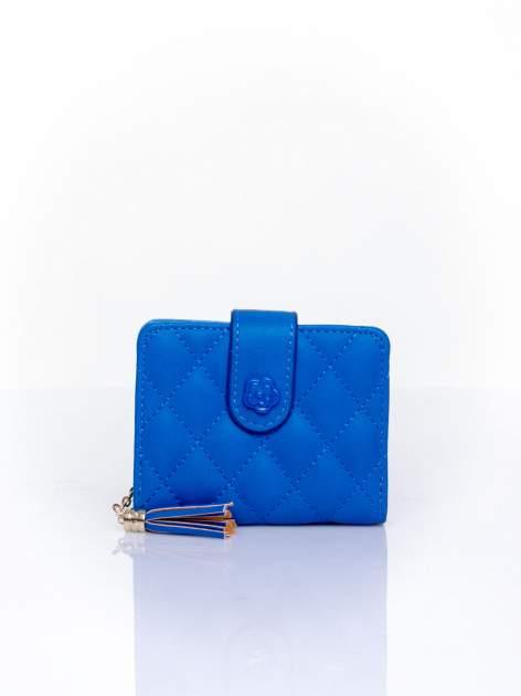 Niebieski pikowany portfel z ozdobnym zapięciem                                  zdj.                                  1