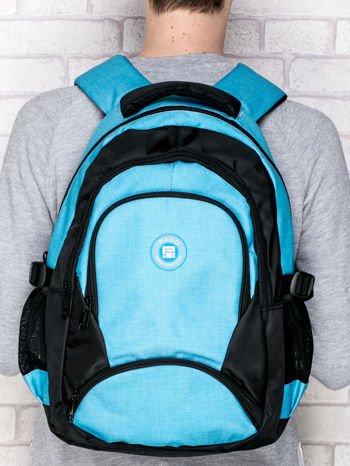Niebieski plecak szkolny z naszywką                              zdj.                              1