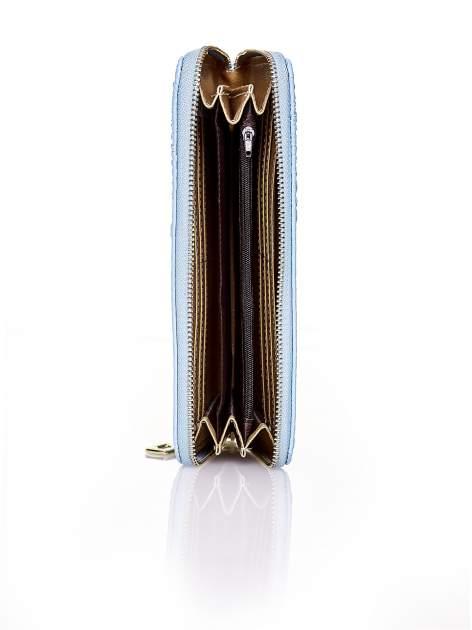 Niebieski portfel kopertówka z motywem skóry krokodyla                                  zdj.                                  3