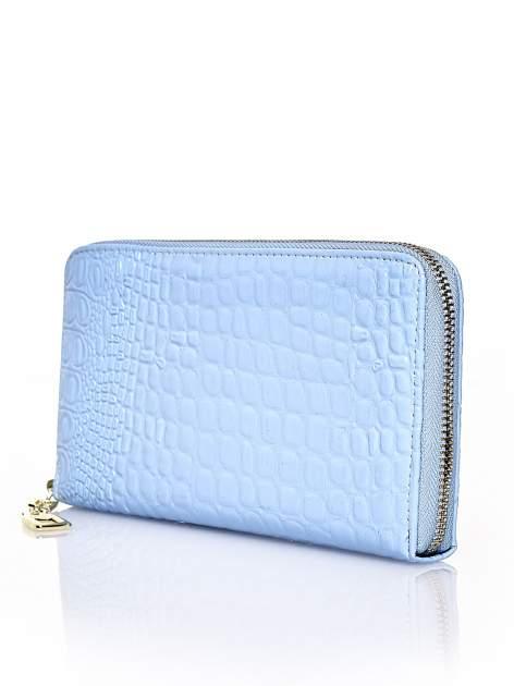 Niebieski portfel kopertówka z motywem skóry krokodyla                                  zdj.                                  2