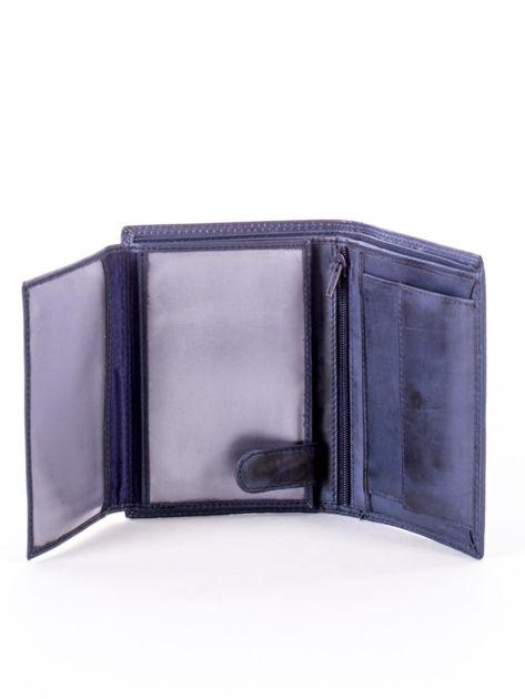 Niebieski skórzany portfel z okrągłym tłoczonym emblematem                              zdj.                              5