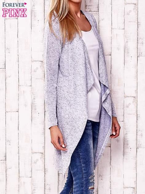 Niebieski sweter z ciemniejszą nitką                                   zdj.                                  3