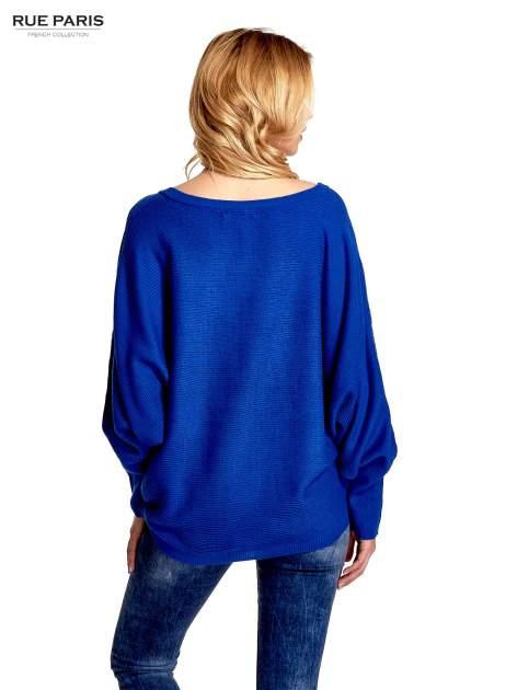 Niebieski sweter z nietoperzowymi rękawami                                  zdj.                                  4