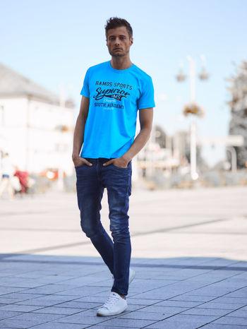 Niebieski t-shirt męski ze sportowym nadrukiem i napisem SUPERIOR                                  zdj.                                  6