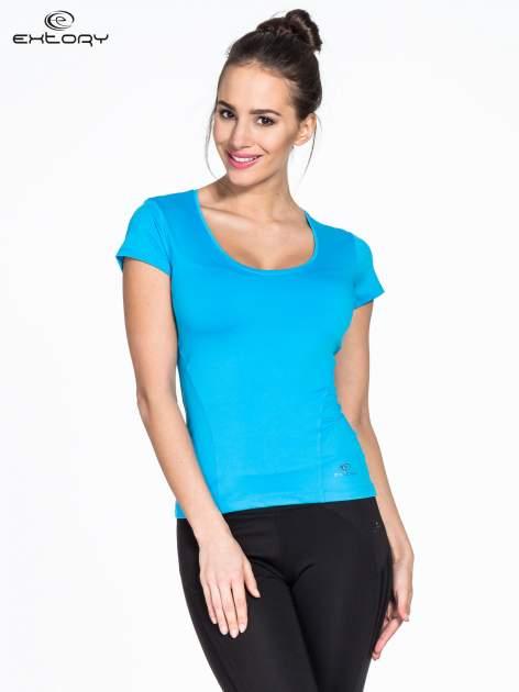 Niebieski t-shirt sportowy basic z dekoltem U                                  zdj.                                  1