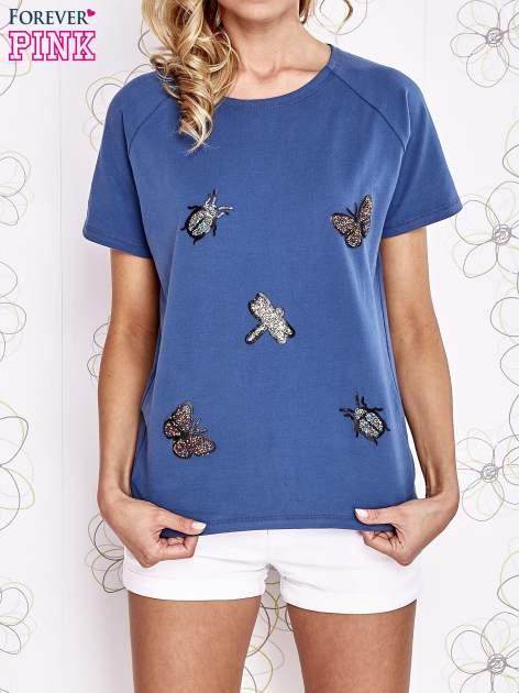 Niebieski t-shirt z aplikacją owadów                                   zdj.                                  1