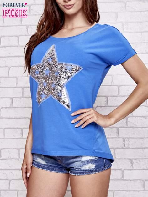 Niebieski t-shirt z gwiazdą z cekinów