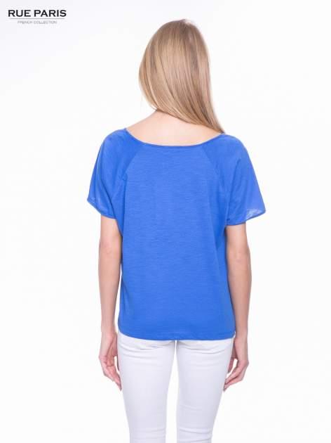 Niebieski t-shirt z koronkowym dołem                                  zdj.                                  3
