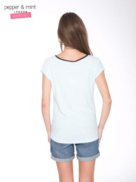 Niebieski t-shirt z nadrukiem PASSION                                  zdj.                                  4