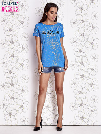Niebieski t-shirt z napisem BONJOUR                                  zdj.                                  4